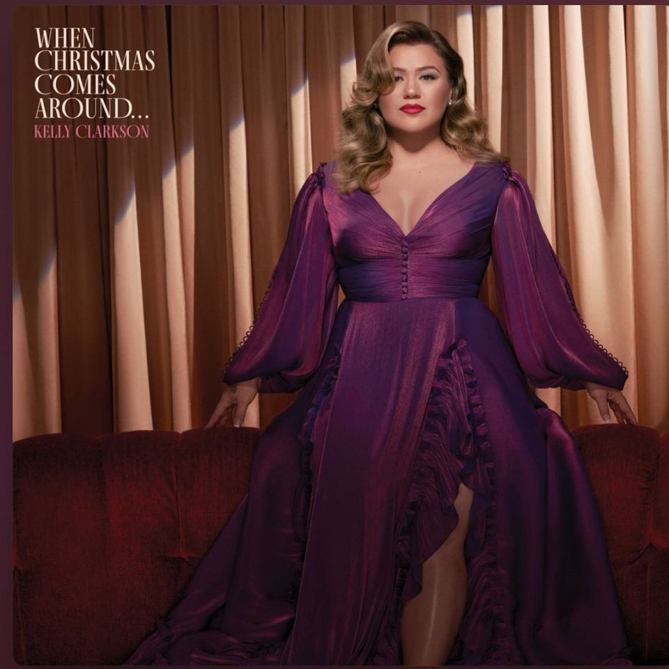 DOWNLOAD MP3: Kelly Clarkson – Merry Christmas (To The One I Used To Know) {Official Music} song